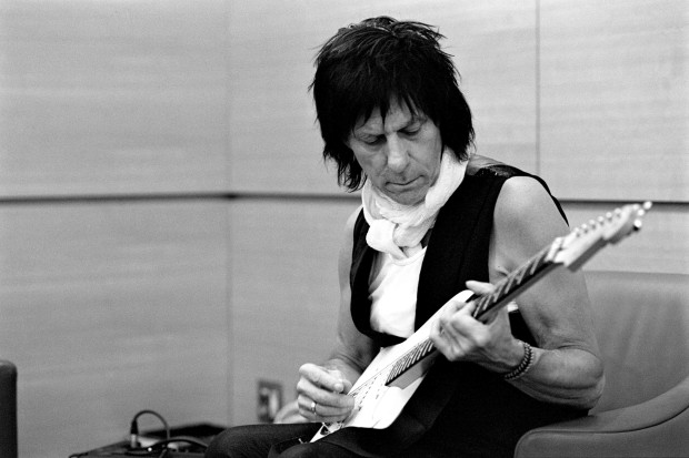Jeff Beck - Emotion & Commotion (Press Photo 2)