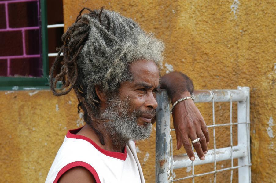 Legenda roots reggae Max Romeo na Uprisingu.