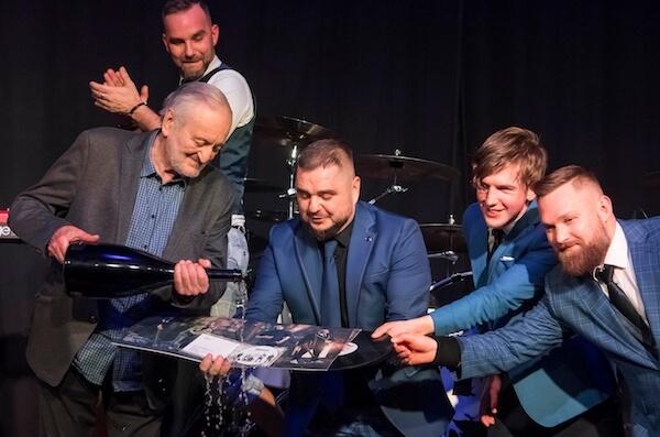 Skupine Desmod pokrstil album a vinyl Molekuly zvuku maestro Milan Lasica, za predaj si prevzala platinu!