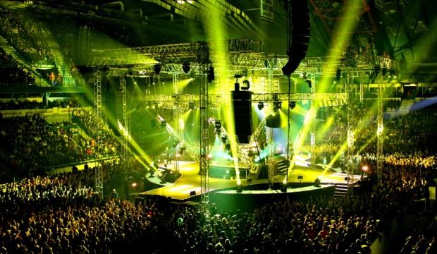 Skupina Kabát na ich Banditi di Praga Tour 2011 sľubovala skvelú megashow  porovnateľnú s najväčšími svetovými produkciami. Veď len samotné kruhové  pódium 5a86d1d8682