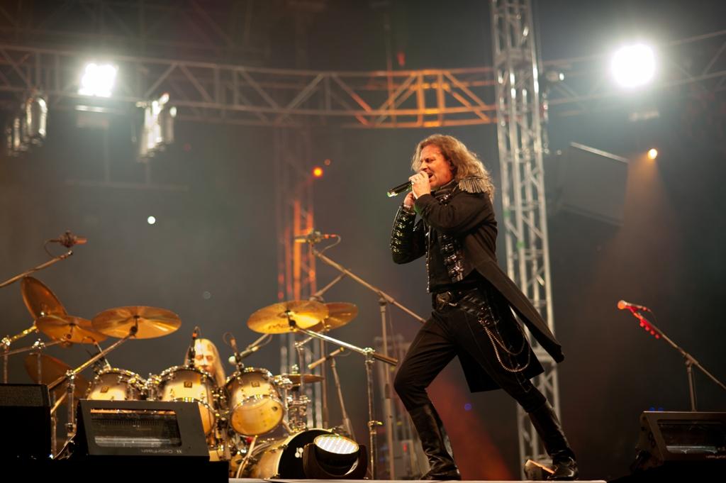 Najpopulárnejšia česká rocková skupina súčasnosti vyrazila opäť po rokoch  na veľkolepé česko-slovenské turné so slovenskými zastávkami v Košiciach a  Brezne. f9a593b82f9